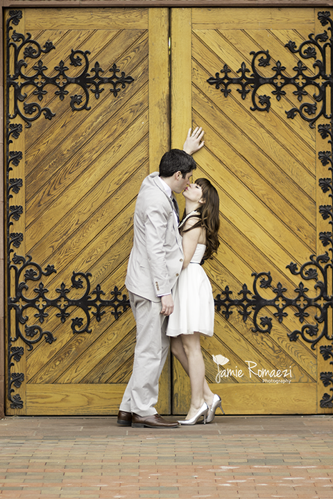 This door, this couple, LOVE.