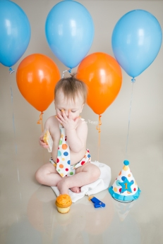 Jamie Romaezi Photography orange and blue cake smash