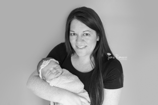 Jamie Romaezi Photography Mom and newborn