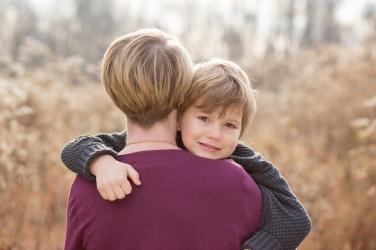 mother son hug photo jamie romaezi photography